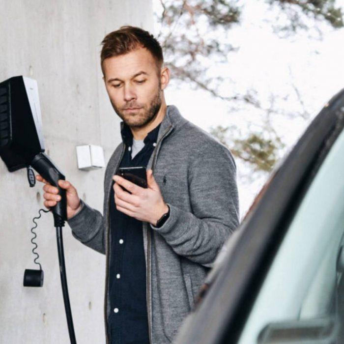 Carga vehículo eléctrico con cargador Easee y su APP